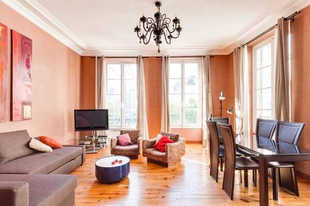 The living room with view on Place du Marché St.honoré