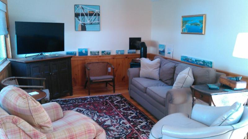 Air Conditioned Family Room w/48 Flat Screen TV and 2nd  Dining/Table Area