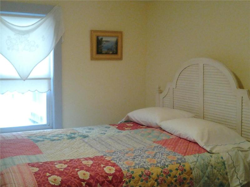 Air Conditioned Downstairs Queen Bedroom