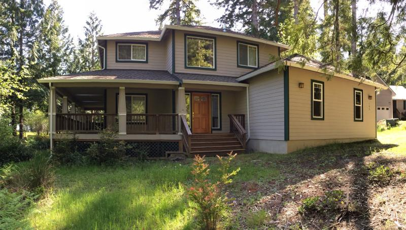 Hartstene Pointe home with Puget Sound view, alquiler vacacional en Shelton