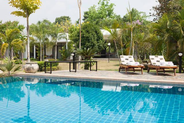 Relaxar na piscina