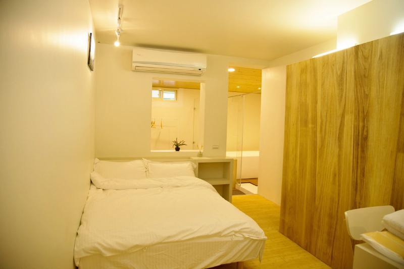 Loft Hostel-Room 1A (宜蘭羅東夜市樂福民宿-雙人套房1A), Ferienwohnung in Luodong