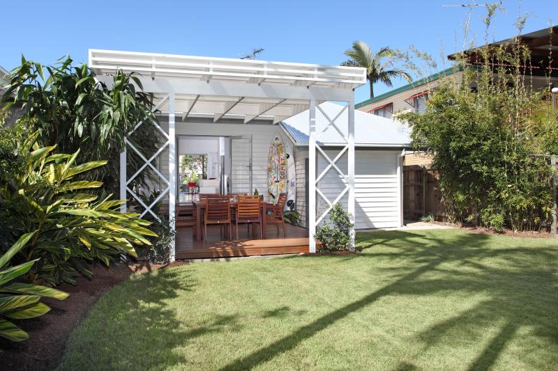 BEACH HOUSE - MANLY BRISBANE, holiday rental in Macleay Island