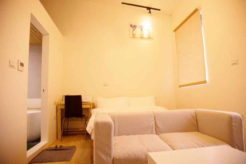 Loft Hostel-Room 3B (宜蘭羅東夜市樂福民宿-雙人套房3B), Ferienwohnung in Luodong