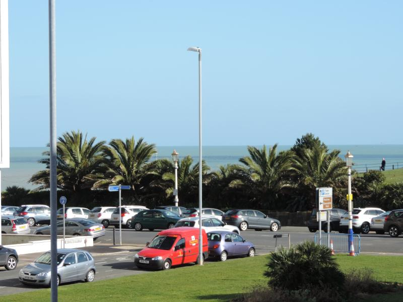 Sea View Apartment next to Theatres, Tennis & Conference Centre, vacation rental in East Dean