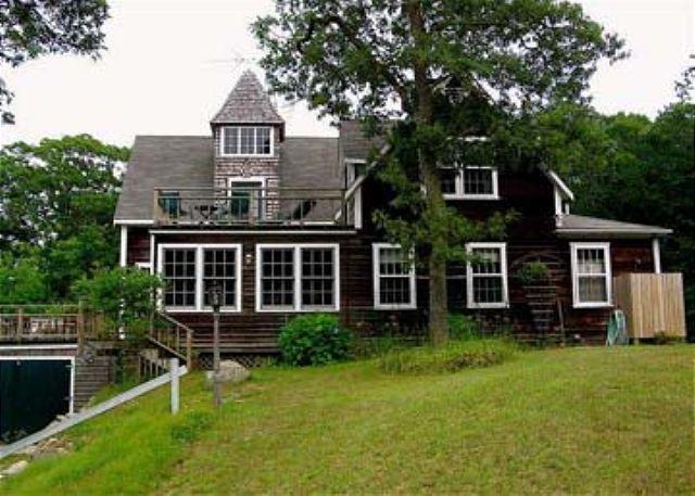 BEAUTIFUL POST AND BEAM HOME WITH WATERVIEWS OF LOBSTERVILLE BEACH – semesterbostad i Aquinnah