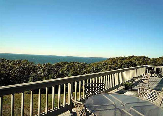 ARCHITECTURAL AWARD WINNING HOME WITH PANORAMIC VIEWS OF THE VINEYARD SOUND – semesterbostad i Aquinnah