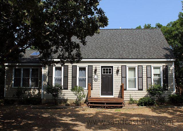 SWEET CAPE LOCATED CLOSE TO BIKE PATH IN EDGARTOWN, holiday rental in Edgartown
