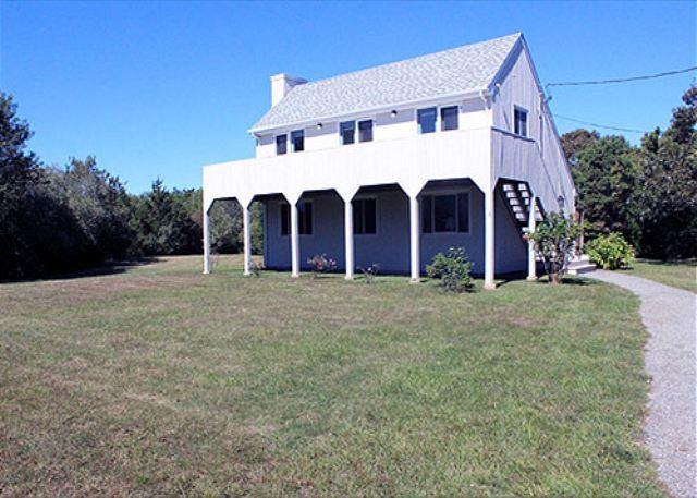 KATAMA SUMMER CAPE WITH GREAT DECK FOR RELAXING AFTER THE BEACH, holiday rental in Edgartown