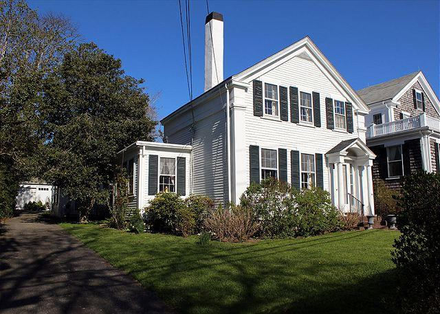 Lovely antique Greek Revival located on Main Street, holiday rental in Vineyard Haven