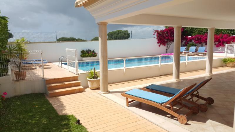 exterior/pool area