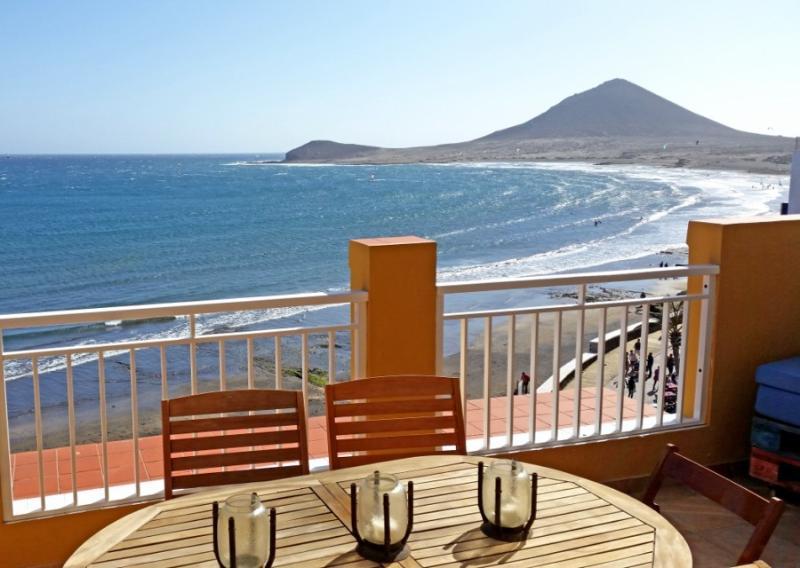 Ático de 3 hab. primera linea playa en el Medano, vacation rental in El Medano