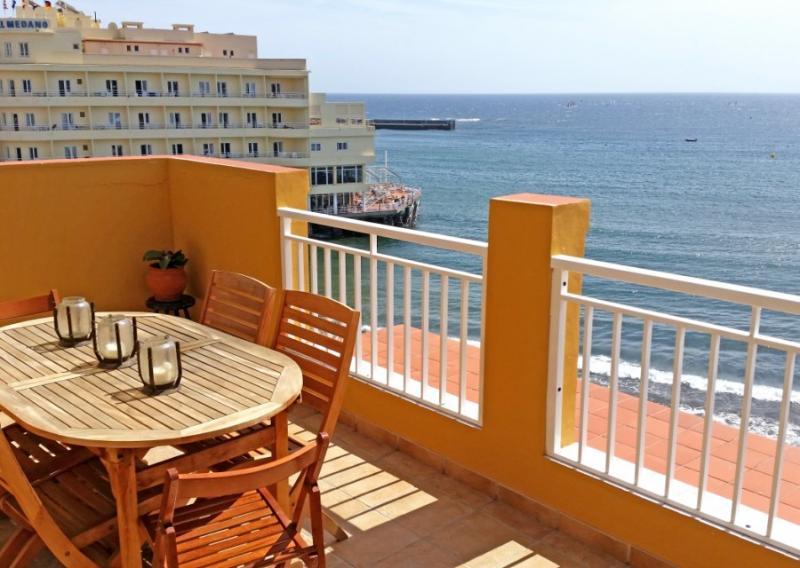 Luxury beachfront 3 bedroom Penthouse in el Medano, casa vacanza a El Medano