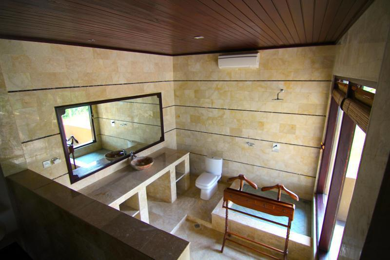 Large Marble Bathrooms With Imported Fittings