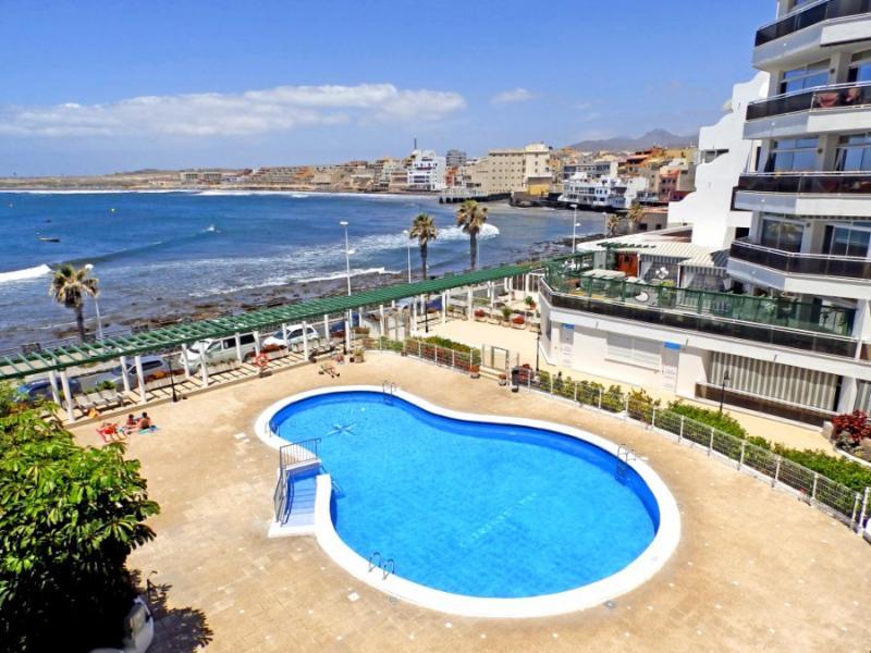 Apart. with wifi, pool and sea views in El Medano, holiday rental in El Medano