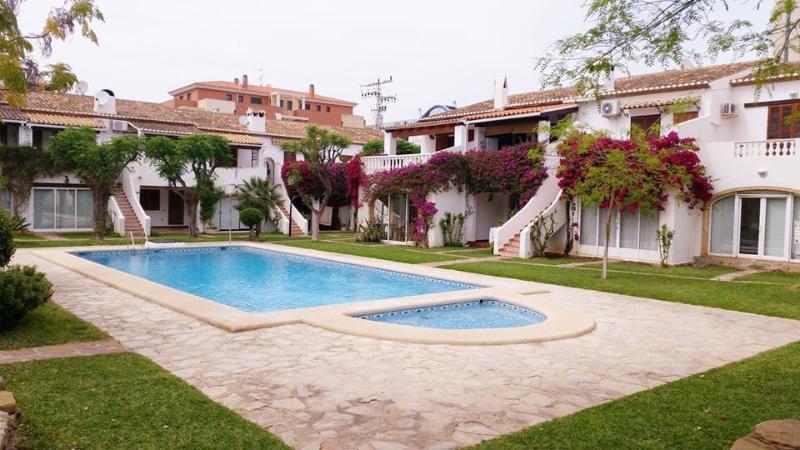 precioso bungalow en Denia, holiday rental in Denia