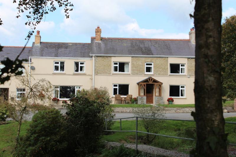 The Farmhouse, location de vacances à Newcastle Emlyn