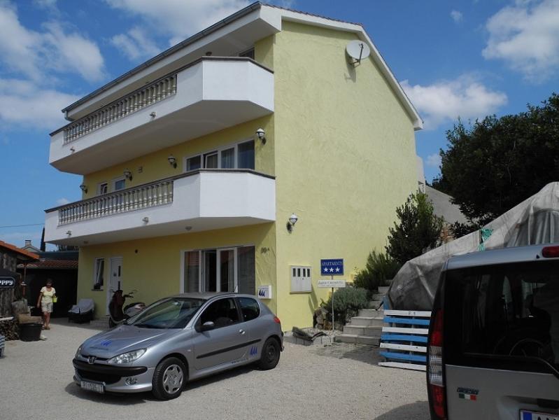 Villa Maleluni, optimale Unterkunft in bester Lage für einen erholsamen Urlaub, alquiler vacacional en Krk Island