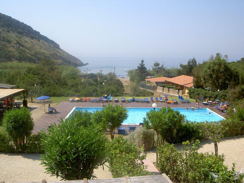 ELBA NISPORTO BILOCALE IN RESIDENCE CON PISCINA, vacation rental in Rio Nell'Elba
