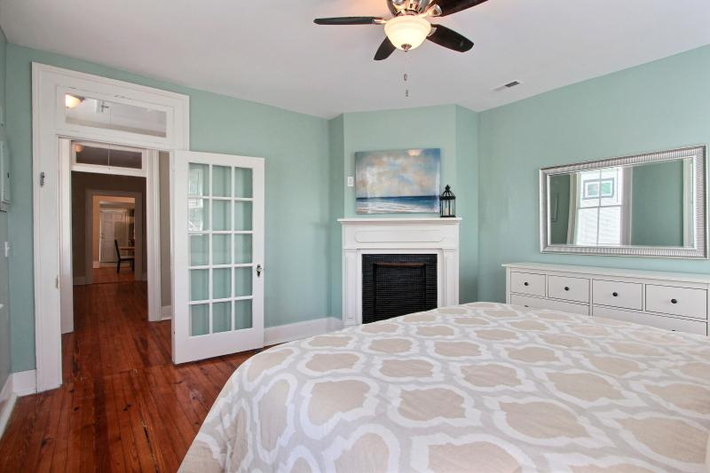 Freshly Renovated Charleston Single Has Washer And Central