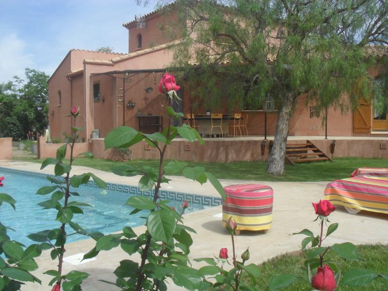 Maison grandes prestations avec jardin et piscine, holiday rental in Peyrestortes