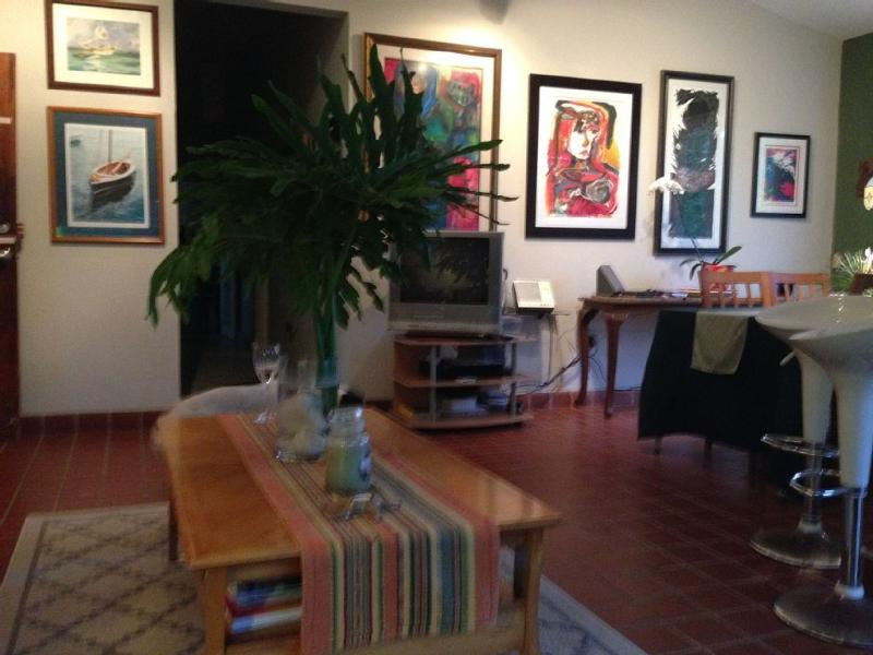 Fresh original art work all over the house to relax you under the 10' celings for you to be inspired