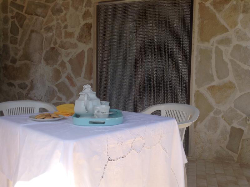 Confortable véranda agréable qui consomment les déjeuners, dîners et petits déjeuners.