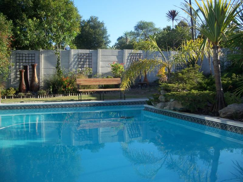 Afri-Khaya One Bedroom Apartment - Cape Town South Africa, holiday rental in Durbanville