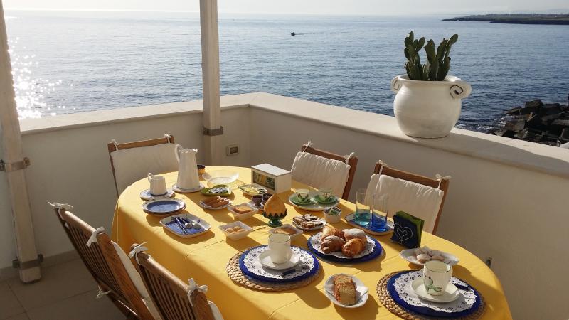 la colazione sul terrazzo