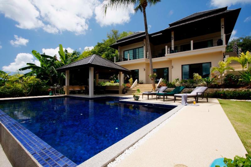 Private 10 x 5 metre swimming pool