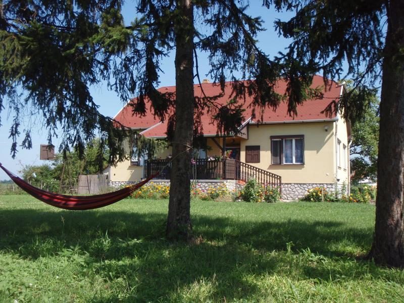 Vidam Haz gezellig vakantie huis op de Poesta, vacation rental in Tiszafured