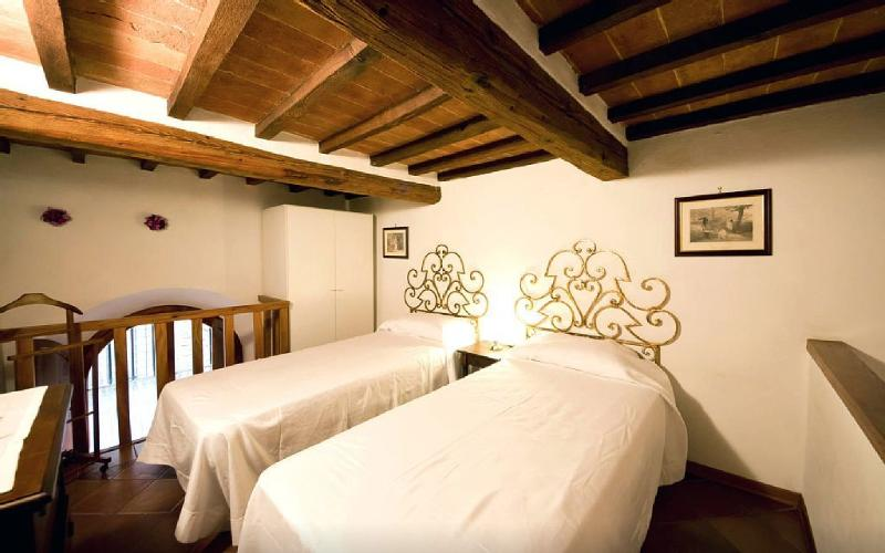 Romantic and cozy loft type central apartment, holiday rental in Moltacino