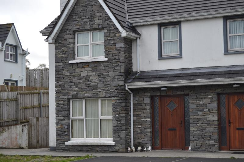 Millars Way, 6, Carndonagh, Co. Donegal by Wild Atlantic Wanderer, vacation rental in Ballyliffin