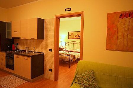 Sarnico Apartment Sleeps 6 with Air Con - 5229311, holiday rental in Zandobbio