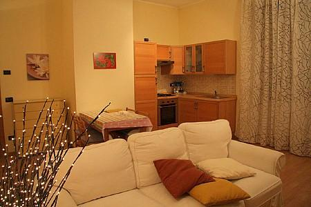 Sarnico Apartment Sleeps 4 with Air Con - 5229312, holiday rental in Zandobbio