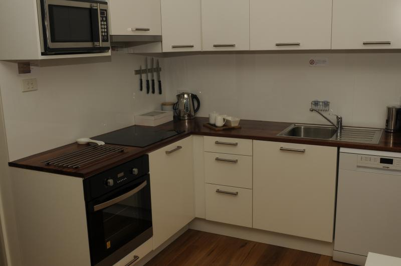 Gourmet kitchen with induction cooktop, fan forced oven, microwave, dishwasher, fully equipped!