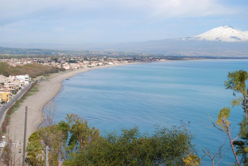 Beach-Oasi del Simeto Vaccarizzo with Etna view