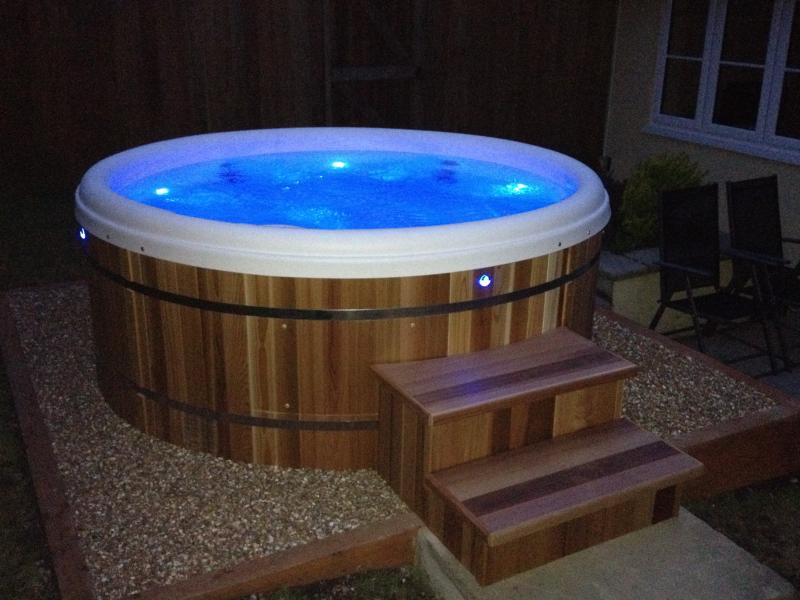 Retreat Hot Tub, private, secluded with LED light function - simply fabulous