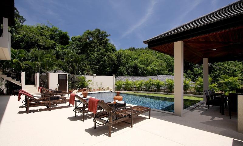 10 x 5 metri, una piscina con idromassaggio integrato