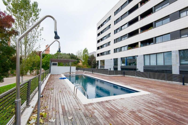 Next to the beach and with pool!, vacation rental in Barcelona