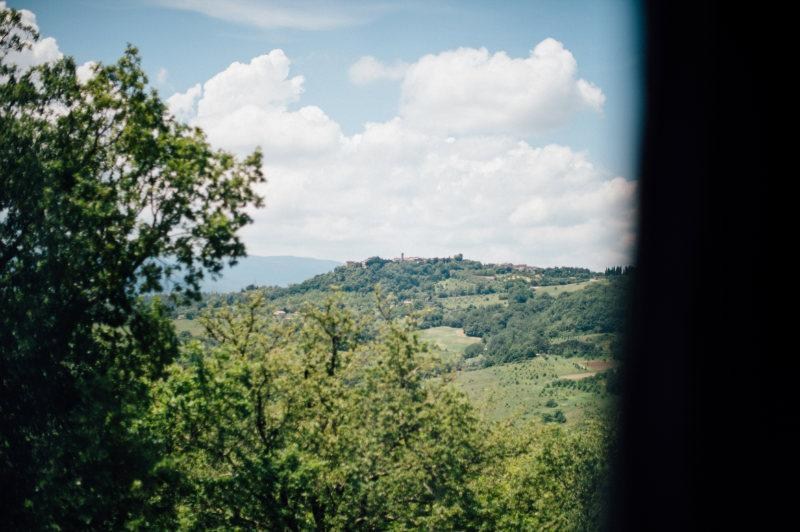 Peaceful Tuscany for 2 with shared swimming pool, holiday rental in Montalcinello