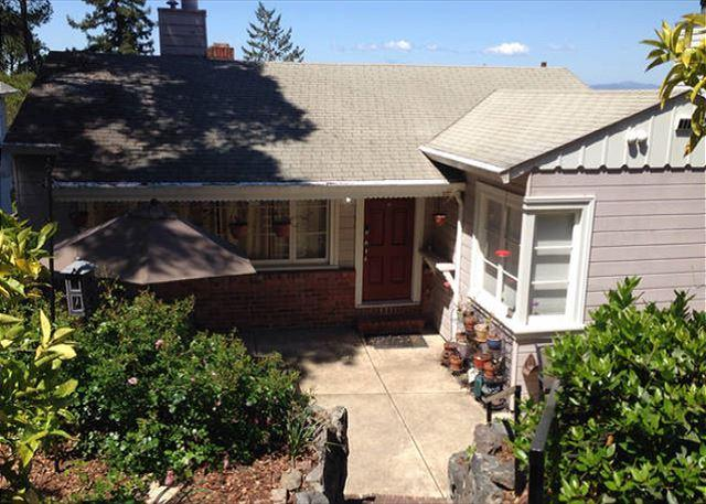 Close to Hiking Trails! 3BR Bay View Montclair Cottage, holiday rental in Canyon