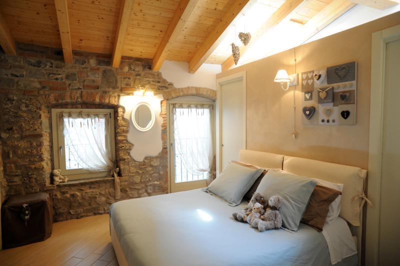 Delizioso appartamento, holiday rental in Zandobbio