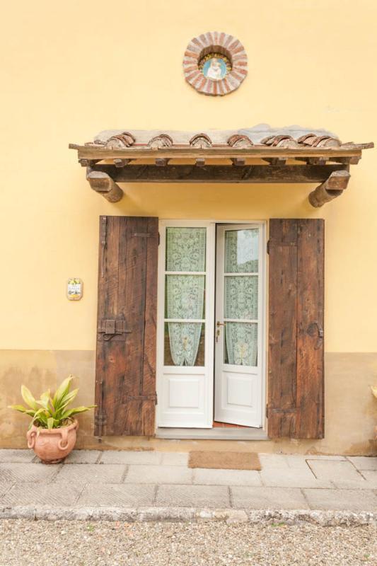 LIMONAIA entrance