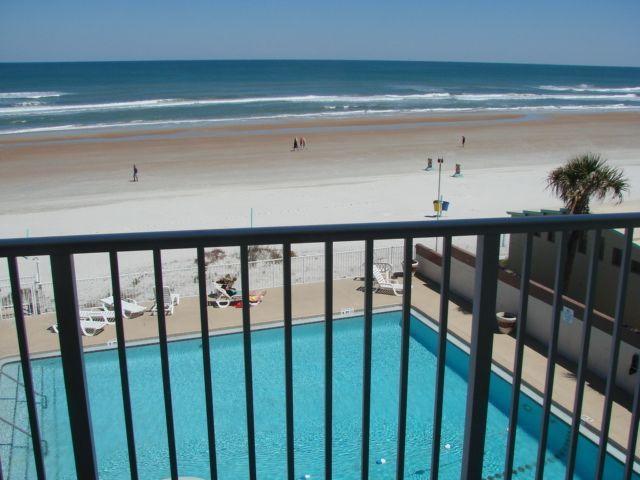 Renovated Direct Oceanfront Updated Studio, holiday rental in Daytona Beach