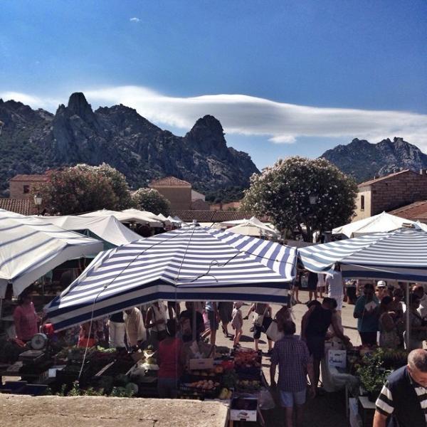 the market Thursday in san pantaleo (Arzachena)