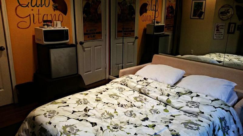 Cozy Guest Room in Fabulous Virginia Highland, vacation rental in Atlanta