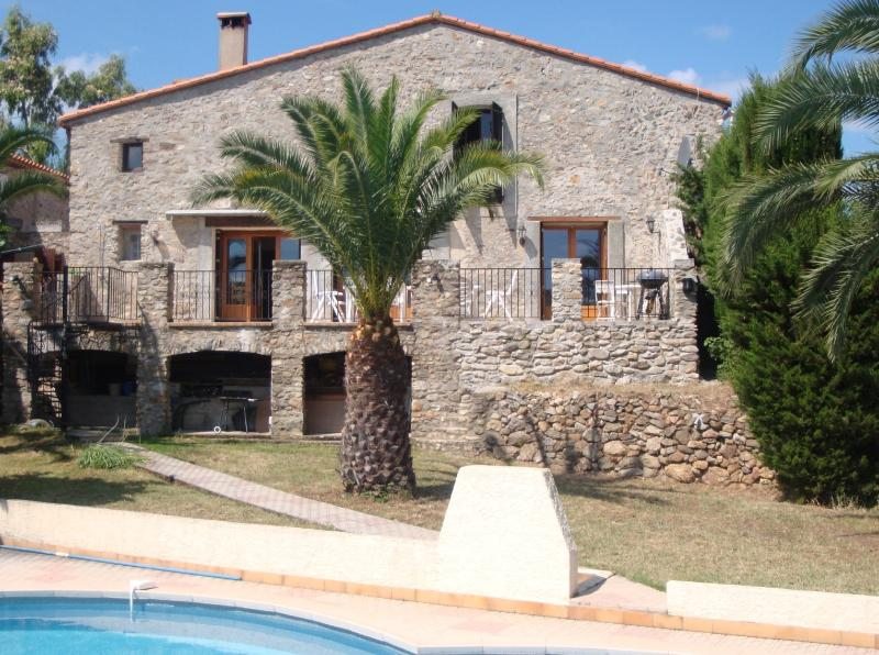 Stunning Farmhouse nr Argeles Sur Mer and Collioure - most southerly region, holiday rental in Pyrenees-Orientales