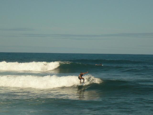 la playa es ideal para surfear