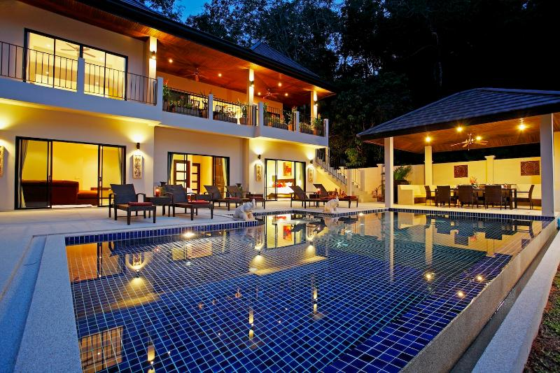 Private swimming pool, outdoor dining sala, peaceful location